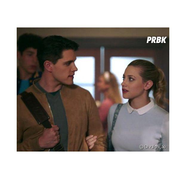 """Amizade entre Betty (Lili Reinhart) e Kevin (Casey Cott) está abalada em """"Riverdale"""""""