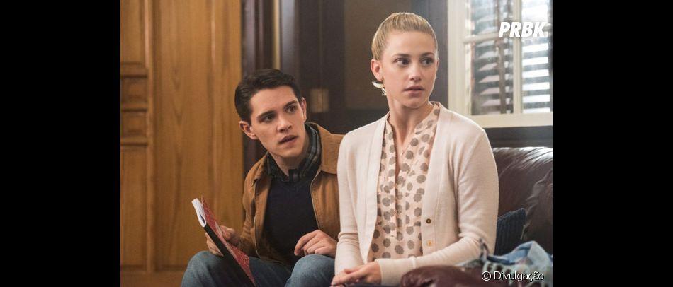 """Será que Betty (Casey Cott) vai conseguir reconquistar Betty (Lili Reinhart) em """"Riverdale""""?"""