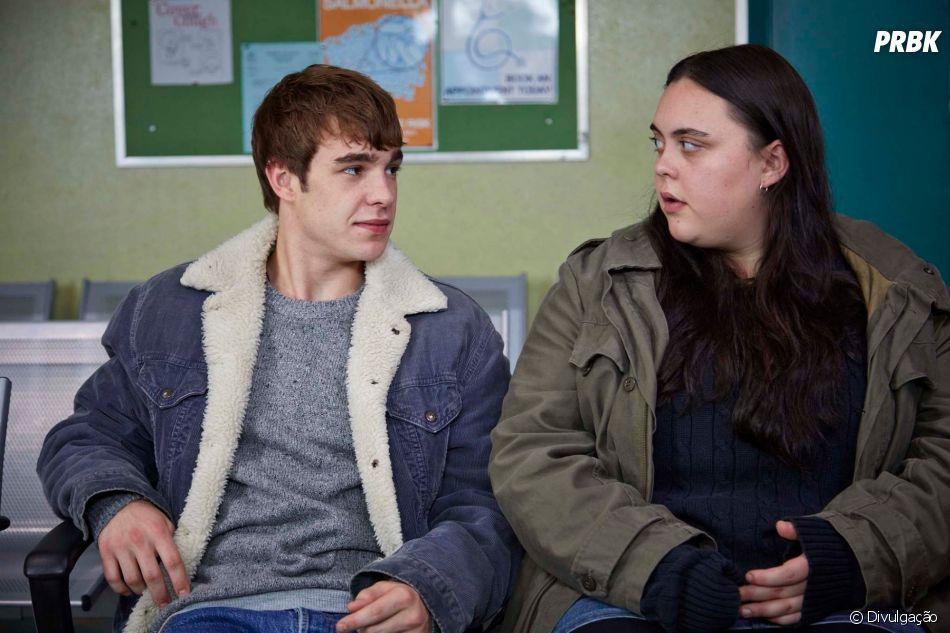 """"""" My Mad Fat Diary"""" conta a história deRae (Sharon Rooney), uma adolescente que sofre com a gordofobia"""