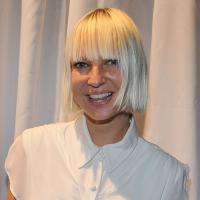 Quem é Sia? Rihanna, Britney Spears e David Guetta sabem quem é! Conheça a compositora de muitos hits