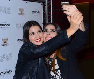 Antes do show, Maite Perroni e Wanessa Camargo não dispensaram as selfies