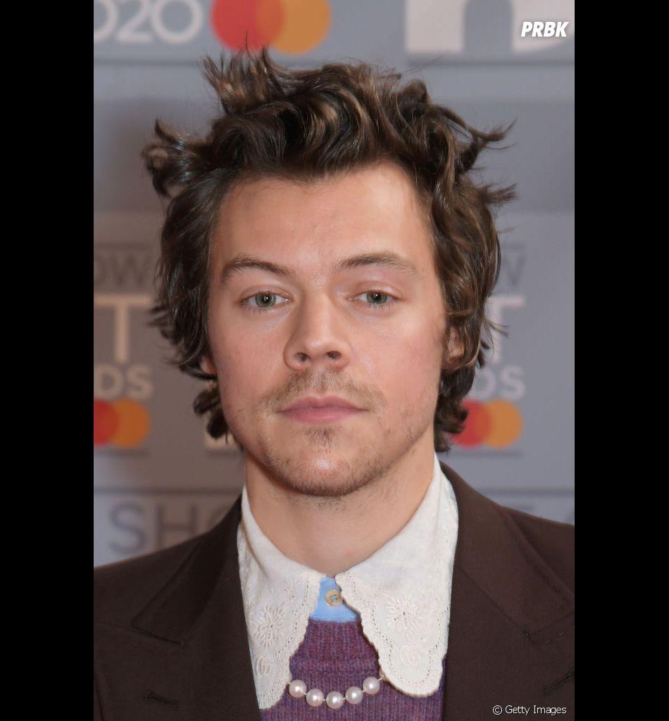 "Harry Styles arranca elogios da Billboard após emplacar ""Adore You"" no Top 10"