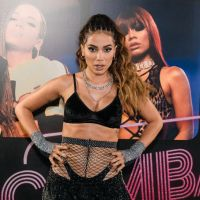 Enquanto grandes artistas fazem lives, Anitta diz que tem receio de ser criticada se fizer o mesmo