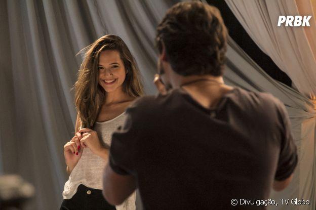 """""""Totalmente Demais"""": Cassandra (Juliana Paiva) sempre se esforçou muito mais para ganhar o concurso"""