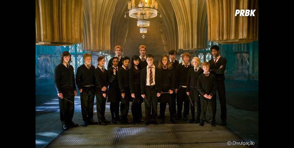 """Os alunos de Hogwarts usavam um uniforme super tradicional de acordo com suas casas em """"Harry Potter"""""""