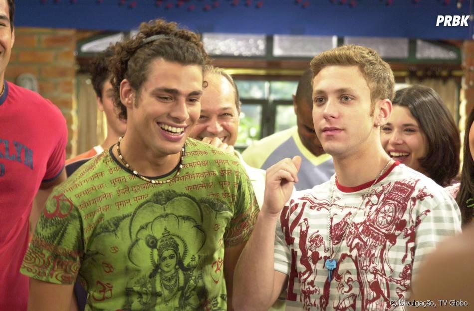 """Mau Mau (Cauã Reymond) e Cabeção (Sergio Hondjakoff) eram as grandes estrelas do Múltipla Escolha em """"Malhação""""!"""