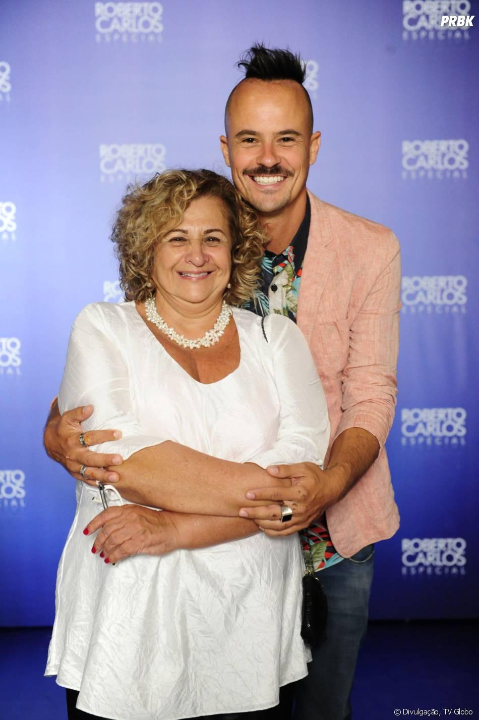 """Paulinho Vilhena posa com a mãe e diz sua opinião sobre a chegada de Marjorie Estiano em """"Império"""""""