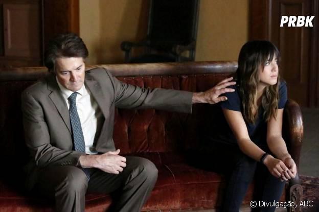 """Skye (Chloe Bennet) descobriu a verdade sobre sua verdadeira identidade da boca de seu pai Cal (Kyle MacLachlan) em """"Agents of S.H.I.E.L.D."""""""