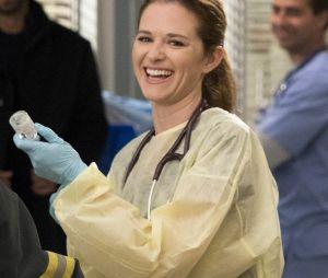 """April Kepner (Sarah Drew) está de volta para a 17ª temporada """"Grey's Anatomy"""""""