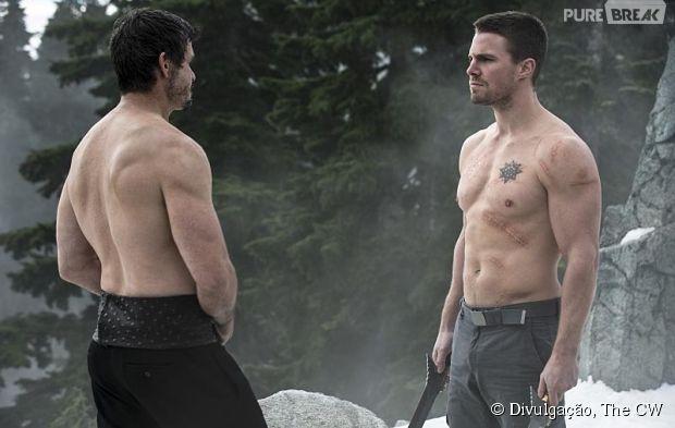 "Oliver (Stephen Amell) enfrenta Ra's Al Ghul (Matt Nable) em ""Arrow"""