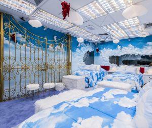 """""""BBB"""": o Quarto Céu foi decorado com as cores azul e branco, contando com nuvens espalhados por todo o ambiente"""