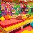 """""""BBB"""": com tons quentes e muitos itens de decoração, o Quarto Festa foi um dos mais coloridos de todas as edições do programa"""