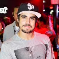 """Caio Castro, galã de """"Amor à Vida"""", revela significado de tatuagem do Mickey: """"Todos somos iguais"""""""