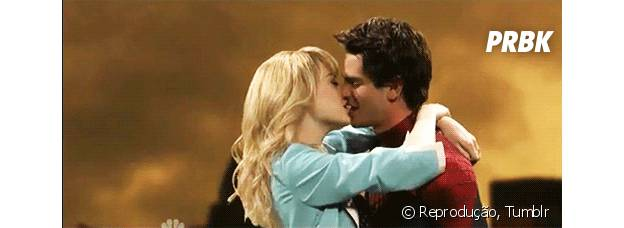 Beijo de Emma Stone e Andrew Garfield