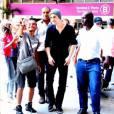 """O astro de """"The Vampire Diaries"""", Paul Wesley, esbanjou simpatia em um aeroporto do Rio de Janeiro"""