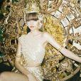 """Até mesmo os looks presentes no registro visual de """"LALISA"""" trazem referências à Tailândia, país natal de Lisa"""