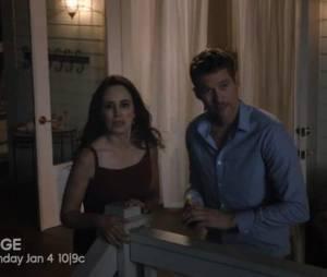"""Victoria (Madeleine Stowe) sofre muito ao ver o corpo de Daniel (Josh Bowman) em """"Revenge"""""""