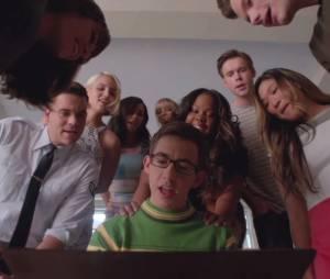 """""""Take On Me"""", do A-ha, é uma das músicas que todos os veteranos de """"Glee"""" cantarão juntos!"""