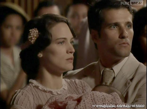 """Franz (Bruno Gagliasso) e Amélia (Bianca Bin) se sentem ameaçados pelas atitudes de Ernest (José de Abreu), em """"Joia Rara"""", na Globo."""