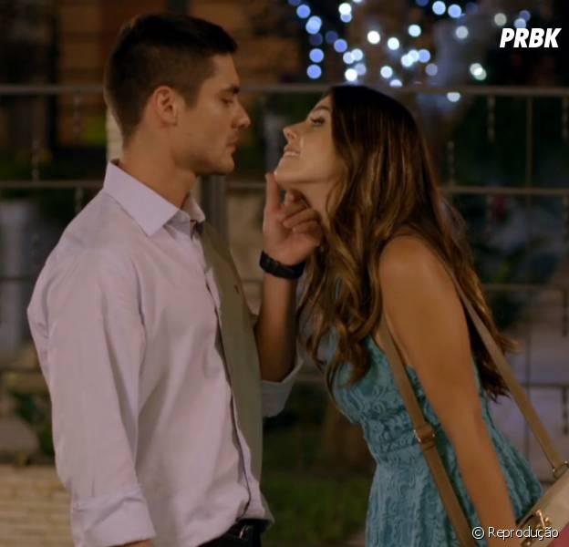 """Bélgica (Giovanna Lancellotti) e Gustavo (Guilherme Leicam) se beijam em """"Alto Astral"""""""