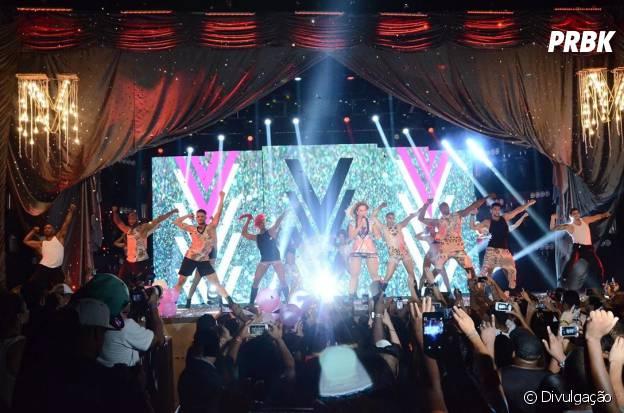 """O palco da Valesca na """"Diva Tour"""" era cheio de brilho e tecnologias de última geração!"""