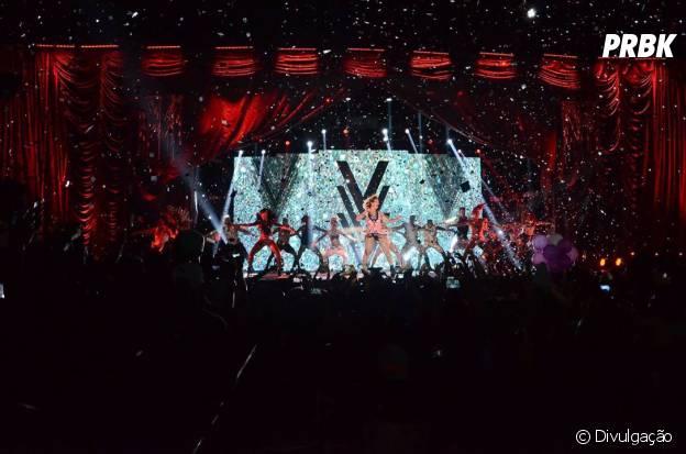 O show da Valesca teve chuva de confetes e brindes pra plateia!