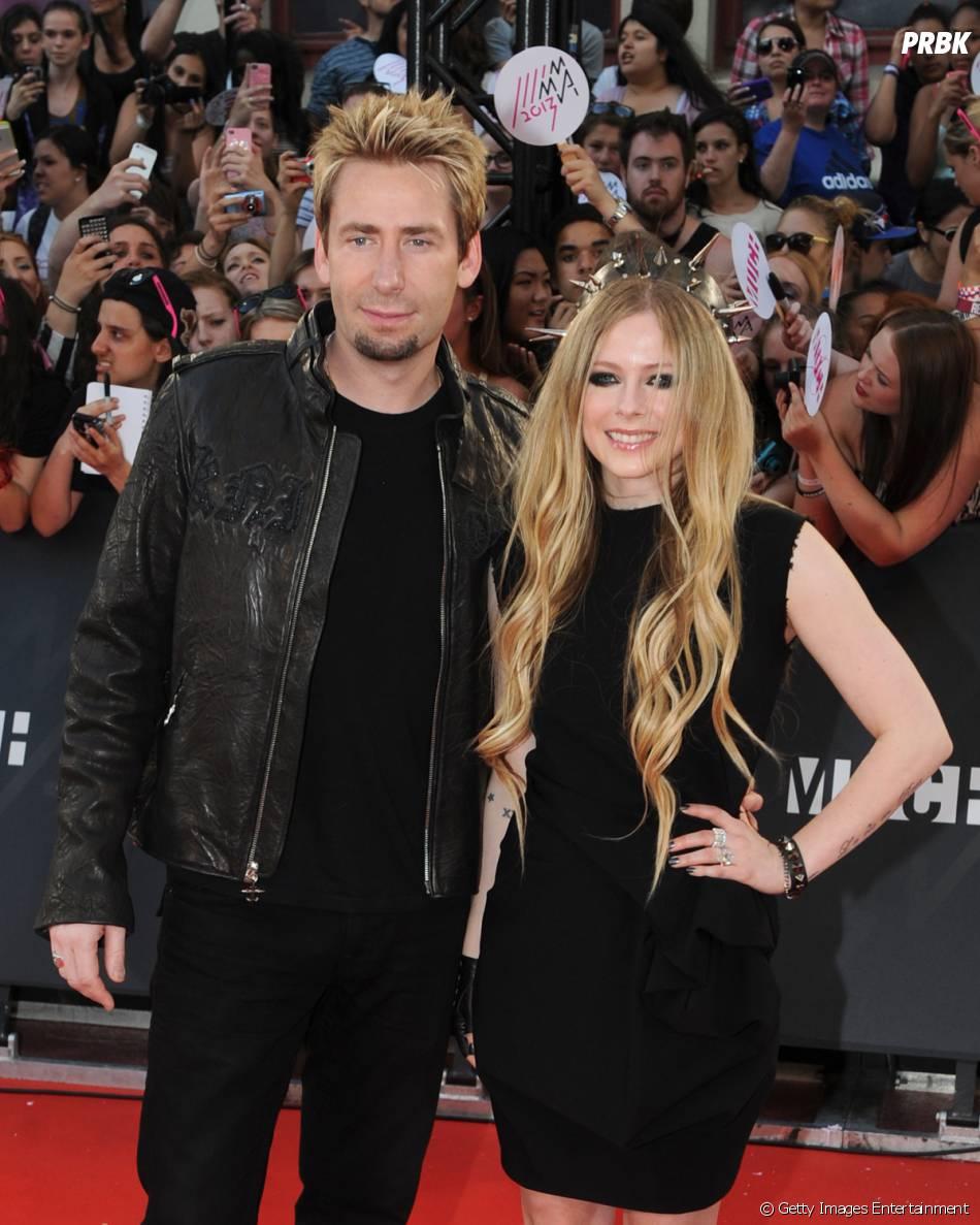 """Avril Lavigne contou ainda que ela e seu marido, Chad Kroger, tiveram despedidas de solteiros: """"Foi em uma ilha, que eu não me lembro, brincadeira! Dormimos até as 5h"""""""