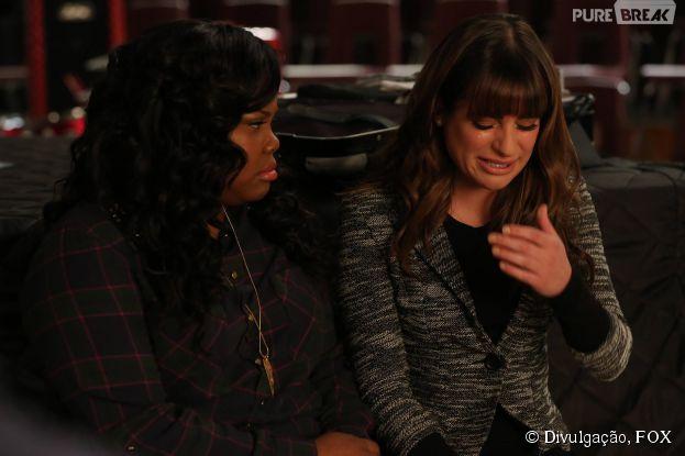 """Em """"Glee"""", Rachel (Lea Michele) vai sofrer e será confortada por Mercedes (Amber Riley)"""