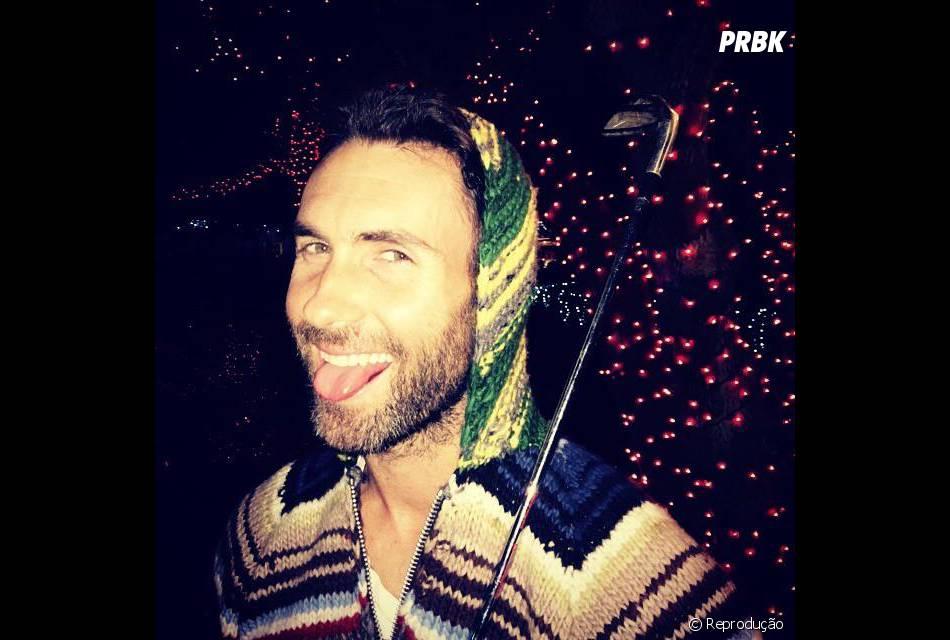 """Líder do Maroon 5, Adam Levine é chamado de """"sao dang"""" na China. O apelido significa """"Adam flertador"""", porque o cara é simplesmente iressistível!"""
