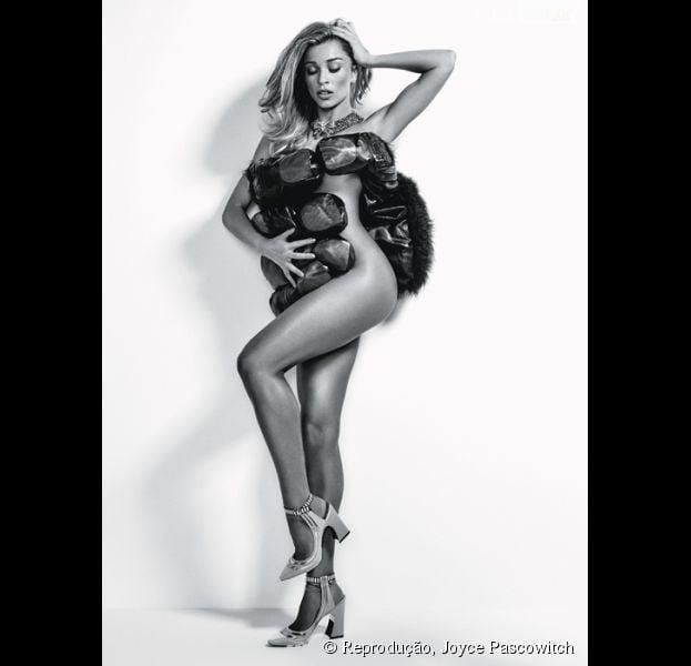 Nua, Grazi Massafera posa sensual para a edição de fevereiro da revista de Joyce Pascowitch