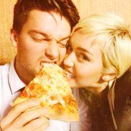 Miley Cyrus e seu namorado Patrick Schwarzenegger aparecem juntos e apaixonados em foto no Instagram
