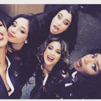 "Fifth Harmony cantam versão de ""They Don't Know About Us"" do One Direction"