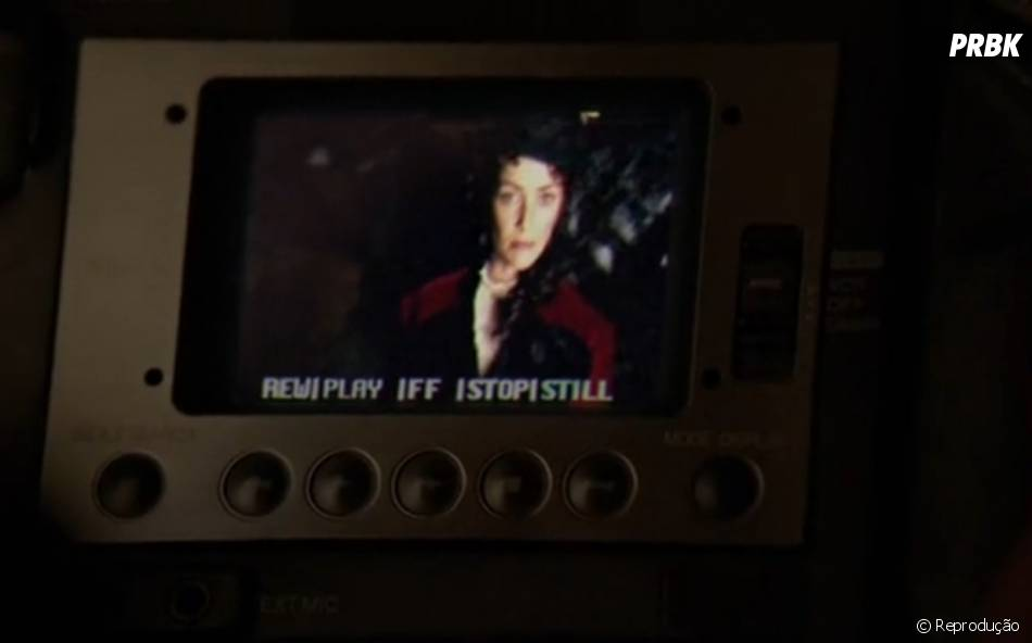 "Em ""The Vampire Diaries"", Lily (Annie Wersching) parece na câmera de Bonnie (Kat Graham)"