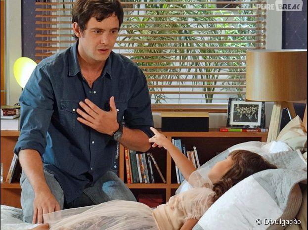 """Bella (Nathália Costa) fala pela primeira vez e conta surpresa para Caíque (Sergio Guizé) em """"Alto Astral"""""""