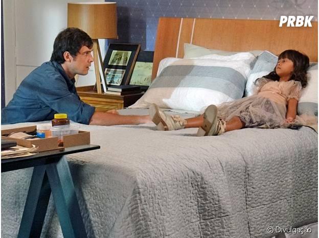 """Caíque (Sergio Guizé) tenta descobrir o que Bella (Nathália Costa) tem a dizer em """"Alto Astral"""""""