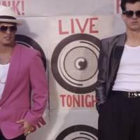 """""""Uptown Funk"""", música viral do astro Bruno Mars, e hit de Ariana Grande ganham covers em """"Glee""""!"""