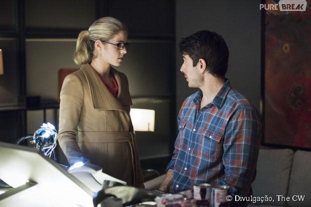 "Em ""Arrow"", Felicity (Emily Bett Rickards) e Ray Palmer (Brandon Routh) dormiram juntos"