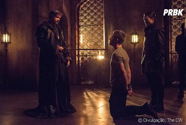 """Ra's Al Ghul (Matt Noble) convocou Oliver (Stephen Amell) para ser seu sucessor em """"Arrow"""""""