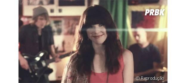 """A nova música de Carly Rae Jepsen, """"I Really Like You"""", é bem romântica"""
