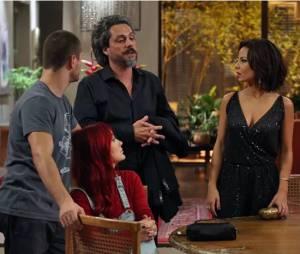 """Zé Alfredo (Alexandre Nero) dá notícia daquelas para a família Medeiros e deixa todo mundo revoltado em """"Império"""""""