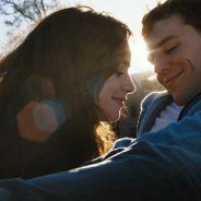"""Crítica: Filme """"Simplesmente Acontece"""" chega aos cinemas e surpreende com romance inabalável!"""