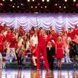 """Em """"Glee"""", a última cena mostra o elenco todo cantando no auditório"""