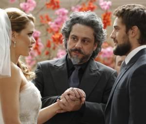 """José Alfredo (Alexandre Nero) entrega Cristina (Leandra Leal) para Vicente (Rafael Cardoso) em """"Império"""""""