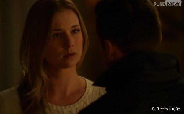 """Em """"Revenge"""", Emily (Emily VanCamp) fica surpresa com o que ouve de Jack (Nick Wechsler)"""