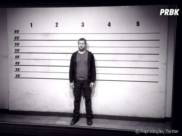 """Em """"Revenge"""", David (James Tupper) vai relembrar o início da temporada ao ter que enfrentar a polícia novamente"""