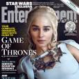 """Daenerys com visual de rainha em """"Game Of Thrones"""": vestido branco e capa"""