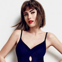 """Linda e com atitude, Maria Casadevall revela como se sente sexy: """"Gosto de mostrar o colo e as costas"""""""