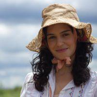 """Maria Flor comemora estreia de filme """"Meus Dois Amores"""" com papel encantador"""