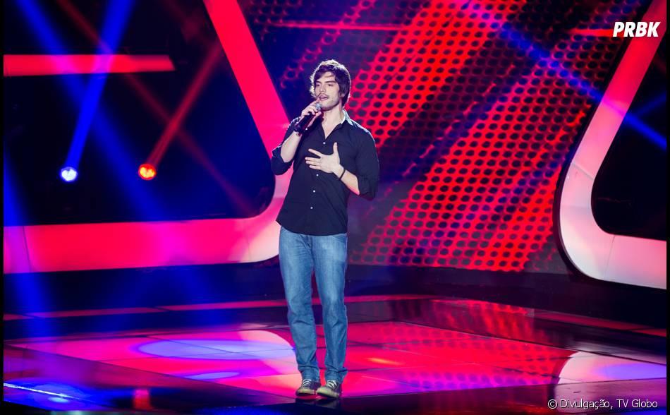 """Rafael Furtado cantou nas Audições às Cegas do""""The Voice Brasil"""" uma música do grupo Oasis e conquistou com seu tom de voz rouco"""