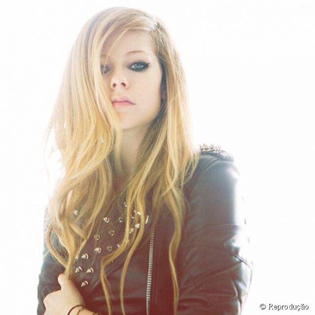 Avril Lavigne explicou que estava doente em entrevista para revista americana